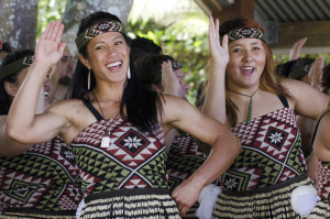 Tanzende Maori Frauen beim Waitangi Day and Festival - New Zealand Public Holiday 2013